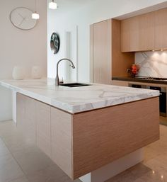 What a nice kitchen benchtop of calacatta solid surface with the wood cabinets, for a stylish design Kitchen Island Bench, Modern Kitchen Island, Nice Kitchen, Kitchen Reno, Kitchen Ideas, Beach House Kitchens, Cool Kitchens, Kitchen Benchtops, Stone Benchtop
