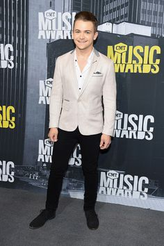 Hunter Hayes is all smiles on the red carpet at the 2017 CMT Music Awards (Michael Loccisano/Getty Images).