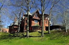 Mark Twain's house (Hartford, Connecticut) defiantly have to make time for this!     Tourist Attractions in Northeast USA.