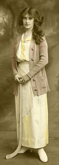 Tinted photo of an Edwardian woman