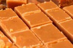 40 jaar oue fudge resep, die is 'n wenner…., 40 jaar oue fudge resep, die is 'n wenner…. 250 ml vars melk. 25 ml goue stroop. Fudge Recipes, Candy Recipes, Sweet Recipes, Baking Recipes, Cookie Recipes, Dessert Recipes, Pudding Recipes, Tuna Recipes, Baking Ideas