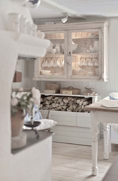 Shabby Chic Home Decor Blanc Shabby Chic, Shabby Chic Mode, Shabby Chic Interiors, Shabby Chic Style, Shabby Chic Furniture, Shabby Chic Decor, Shabby Home, Shabby Cottage, Cottage Style