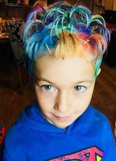 After a bit of research and time spent on negotiations with my 6 years old we decided to use coloured hair sprays on plenty of small pony tails on his blond hair. Coloured Hair Spray, Hair Sprays, Crazy Hair Days, Make Color, Ponytail, Blonde Hair, Dreadlocks, Hair Styles, Beauty