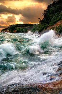 """""""Lake Superior fury by Steve Perry Pictured Rocks National Lakeshore, Michigan, USA. No Wave, Lake Superior, Beautiful World, Beautiful Places, Pictured Rocks National Lakeshore, Blog Fotografia, Picture Rocks, Picture Site, Photo D Art"""