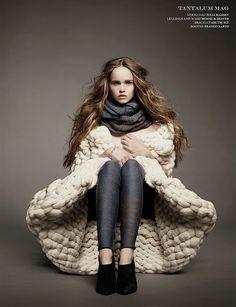 The Darker Horse: Knitwear Designer: Julia Ramsey Knitwear Fashion, Knit Fashion, Fashion Art, Womens Fashion, Look Rock, Big Knits, Chunky Knits, Knit Art, Thick Sweaters