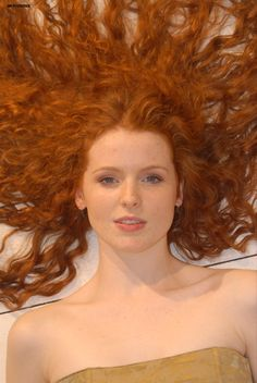 redhead with long curly hair Natural Red Hair, Natural Redhead, Beautiful Red Hair, Gorgeous Redhead, Perfect Redhead, Long Curly Hair, Curly Hair Styles, Irish Redhead, Red Freckles