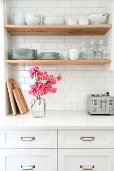 White kitchen cabinets, white worktop, white subway tiles and open wood shelves Kitchen Shelves, Wood Shelves, Diy Kitchen, Kitchen Dining, Kitchen Decor, Open Shelves, Kitchen White, Kitchen Ideas, Floating Shelves