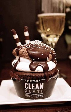 """""""Clean Slate"""" new years eve cupcake - love the looks of this via Style Me Pretty"""