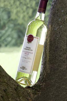 Bílé víno - Rulandské bílé 2010 Pozdní sběr - Vinum Moravicum a.s. Whiskey Bottle, Drinks, Drinking, Beverages, Drink, Beverage