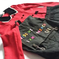 Kiss me I am French 💚💛💜 Embroidery Fashion, Thats Not My, Kiss, Backpacks, French, Trending Outfits, Sweatshirts, Sweaters, Vintage