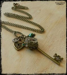 Lovely Steampunk Key Charm Necklace | Felt Key Necklace, Arrow Necklace, Pendant Necklace, Necklaces, Antique Watches, Jewelry Design, Unique Jewelry, Brass Chain, Steampunk