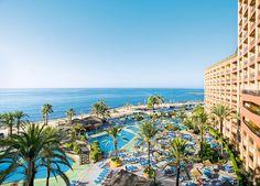 Appartementen Sunset Beach Club is een prachtig gerenoveerd, 4-sterren appartementencomplex aan het strand van Benalmádena. De verzorgde, ruime appartementen en het uitgebreide scala aan animatie en faciliteiten zorgen ervoor dat u en uw gezin hier een geweldige vakantie te wachten staat.  Het complex beschikt over een lobby. In de mooie, verzorgde tuin vindt u 2 zwembaden omringd door een zonneterras met ligbedden. Officiële categorie ****