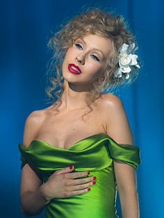 Burlesque green dress Christina Aguilera - I absolutely adore this entire look. - Burlesque green dress Christina Aguilera – I absolutely adore this entire look. Christina Aguilera Burlesque, Christina Aguilera Hair, Burlesque Film, Burlesque Makeup, Divas, Bound To You, Glamour, Prom Looks, Jolie Photo