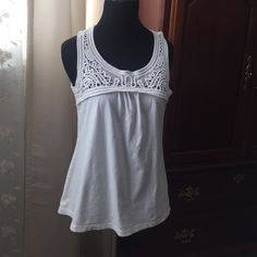 Banana Republic white top Medium Small Banana Republic white embroidered top and cotton material on the bottom is a size medium but will fit a small too! It was worn under a handful of times and is a go to summer or vacation top! Banana Republic Tops