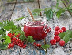 Lag hjemmelaget syltetøy, gelé og saft   FRUKT.no Raspberry, Strawberry, Chutney, Pesto, Nom Nom, Food And Drink, Canning, Fruit, Vegetables