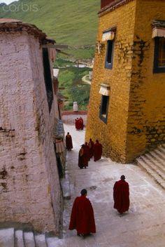 Monks walking to ceremony, Ganden Monastery, Wangbur Mountain, Tagtse County, Tibet, © Tony Rowell/Corbis