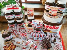 Kinderata 18. compleanno Chocolate Tumblr, Sweet Recipes, Snack Recipes, Sleepover Food, Junk Food Snacks, Candy Gift Box, Macaroon Recipes, Food Club, Weird Food