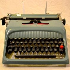 Ollivetti Studio 40. My first typewriter.