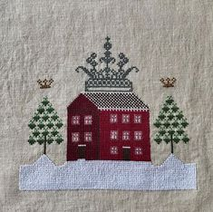 Jo Brozinski в Instagram: «A little cross stitch finish last night, this is Crown House, design by Lucy Beam. Now to have it framed. #crossstitch…» Cross Stitch Finishing, Crossstitch, Tree Skirts, Beams, Advent Calendar, Christmas Tree, House Design, Crown, Embroidery