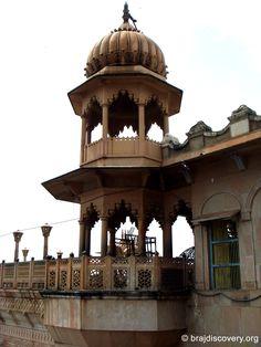 Radha Rani Temple - Barsana - Mathura - India India Architecture, Amazing Architecture, Joseph Zbukvic, Islamic Society, Radha Rani, Amazing India, Visit India, Hindu Temple, Radhe Krishna
