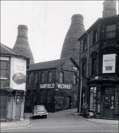 the Garfield Works in 1968 Old Pictures, Old Photos, Vintage Photos, Wood Kiln, Pottery Workshop, Old Pottery, Industrial Architecture, Industrial Photography, Stoke On Trent