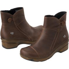 With their roomy toe, superior support and versatile styling, Women's Keen Mora Button Boots walk all over the competition.