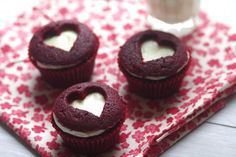 Loce hearts on cupcakes. Love to eat cupcakes. Thoguht I barely eat ; Heart Cupcakes, Mini Cupcakes, Cupcake Cakes, Cupcake Ideas, Cup Cakes, Cupcake Art, Vintage Cupcake, Baking Cupcakes, Chocolate Cupcakes