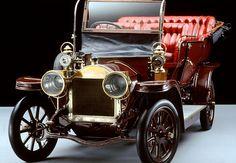 Benz Parsifal 1902  La Benz Parsifal, fut produite de 1902 à 1905, longueur 3.22 m, empattement 2.1 m, cette voiture a eu 8 versions de moteur 1 cyl. 1L 8 ch