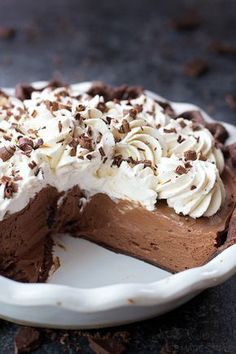 This double chocolate French silk pie is a chocolate lover's dream. It has a chocolate pie crust, rich & silky chocolate filling, and of course, lots of freshly whipped cream! Source by Related posts: Super Fluffy French Silk Pie Rezept Chocolate Pie Crust, Chocolate Silk Pie, Chocolate Desserts, Chocolate Filling, Chocolate Lovers, Chocolate Cream, Chocolate Mousse Pie, Chocolate Pie Recipes, Chocolate Cheesecake