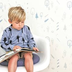 Back to nature met het behang Wild forest van Roomblush! Een speelse collectie, een eyecatcher op je muur. Super leuk voor in de kinder, speel, slaap, werk-kame