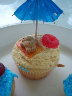 Cute cupcakes…How cute is this? For beach themed party. or summer bbq - Party Ideas Beach Cupcakes, Cute Cupcakes, Summer Cupcakes, Shark Cupcakes, Cupcakes Kids, Yummy Treats, Sweet Treats, Yummy Food, Cupcake Party