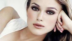 ¿Cómo maquillar los Labios Finos? http://www.entrebellas.com/como-maquillar-los-labios-finos/