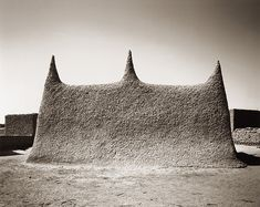 Mud Mosque, Mali, Africa (photo by Sebastian Schutyser) Vernacular Architecture, Ancient Architecture, Historical Architecture, Gothic Architecture, Off Grid, Le Corbusier Chandigarh, Architecture Religieuse, West Africa, Africa Art