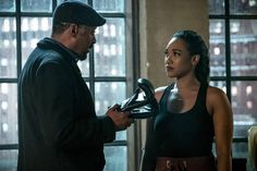 """💜⚡ Tina Belcher 💜⚡ on Twitter: """"Boxer!Iris? Yes please! And before anyone starts, Joe has had Iris in gloves since she was 6. #TheFlash… """""""