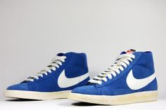 """Nike Blazer Hi Suede Vintage Wolfgrey + Italy Blue – NSW Summer 12    The first basketball shoe ever that came with a swoosh is celebrating a huge comeback for over a year now. Since NBA's """"Iceman"""" George Gervin rocked the shoe first in 1974, the compact style of the Blazer has not lost its touch. This 2 sleek Blazer Hi Suede Vintage version comes in a wolf grey and italy blue featuring the Old School big swoosh and a vintage vulcanized sole...now in store!!"""