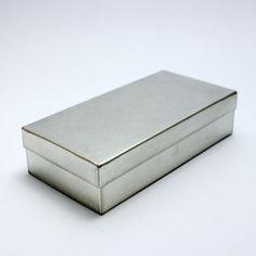 // SyuRo square tin can