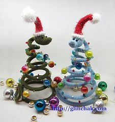 Christmas tree snake by Larisa Glinchak - This pattern is available for $4.00 USD. Tutorial contains a detailed pattern, 17 images on 13 pages.