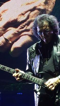 Tony plays at Ziggo Dome in Amsterdam, Netherlands 28 November 2013 (By Lorraine Parker)