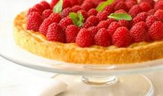 Here's a five-ingredient recipe that produces a tasty tart that your guests will think took hours to prepare. Fresh raspberries and purchased lemon curd fill a crust made with refrigerated sugar cookie dough. Lemon Curd Tart, Lemon Curd Filling, Summer Desserts, Easy Desserts, Delicious Desserts, Berry Tart, Sugar Cookie Dough, Just Dream, Eat Dessert First