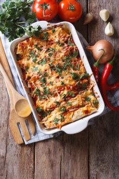Enchiladas with minced meat filling - Looking for a tasty and simple recipe with wraps? Then go for these enchiladas! Enchiladas with min - Vegetarian Enchilada Casserole, Chicken Enchilada Casserole, Chicken Enchiladas, Casserole Recipes, Vegan Enchiladas, Enchilada Sauce, Best Casseroles, Wraps, Mexican Food Recipes