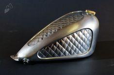 diamond-pattern-custom-gas-tank_right_rigid-hips.jpg 1200 × 798 pixlar