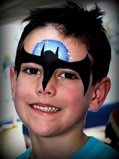 We love this version of Batman face paint! Have a go at adding a sparkly moon too. Boy Face, Child Face, Face Painting Designs, Body Painting, Halloween Makeup, Halloween Face, Halloween Karneval, Learn Art, Costume Makeup