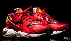 Zapatillas Nike Air Huarache Run Aloha Rojo, segundo colorway del modelo de #zapatillasNikeAirHuaracheRun perteneciente al #AlohaPack de #Nike, esta vez el modelo viene presentado en color rojo y amarillo, visita nuestra #tiendaonlinedezapatillas #ThePoint y hazte con ellas, bien clica aquí http://www.thepoint.es/es/zapatillas-nike/1059-zapatillas-mujer-nike-air-huarache-run-aloha-rojo.html