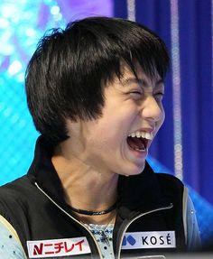 ジュニア男子のフリー演技を終え、高得点に笑顔の羽生結弦=東京・代々木第1体育館で2009年12月4日、石井諭撮影
