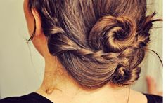 This twisted-braided hairstyle is adorable! And super easy to re-create with the blogger's tips