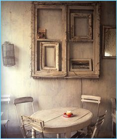 How to use picture frames in interior Design? Vintage Decor, Rustic Decor, Rustic Cafe, Rustic Wood, Vintage Lanterns, Rustic Bench, Kitchen Rustic, Rustic Colors, Rustic Cottage