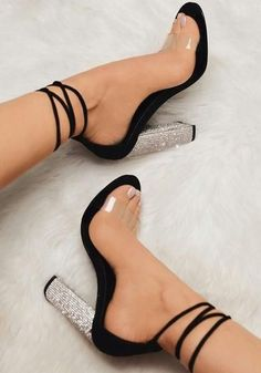 Black Round Toe Chunky Rhinestone Fashion High-Heeled Sandals from Eoooh❣❣, Schwarze runde Kappe klobige Strass Mode Sandaletten. High Heels Boots, Black High Heels, Lace Up Heels, Pumps Heels, Stiletto Heels, Heeled Sandals, Black Toe, Sandals Outfit, Strappy Sandals