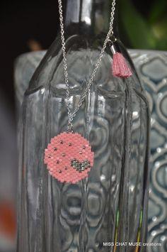 La voici ma première collection de bijoux en perles Miyuki.... Je l'ai appelée la collection pastille. J'ai commencé par faire un coeur...
