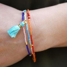 Miniarmbånd med delica perler | blog smyks.dk
