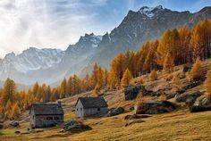 A beautiful #autumn view on Alpe Devero in #Piedmont  #FoliageinItaly #Italia #Italy #ilikeitaly #autunno #foliage #leaves #AlpeDevero